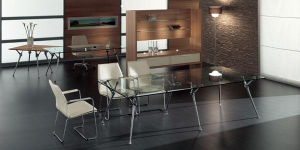 Tavolo Riunione Piano Vetro Executive : Più leggerezza in ufficio cambiando tavolo ecco come